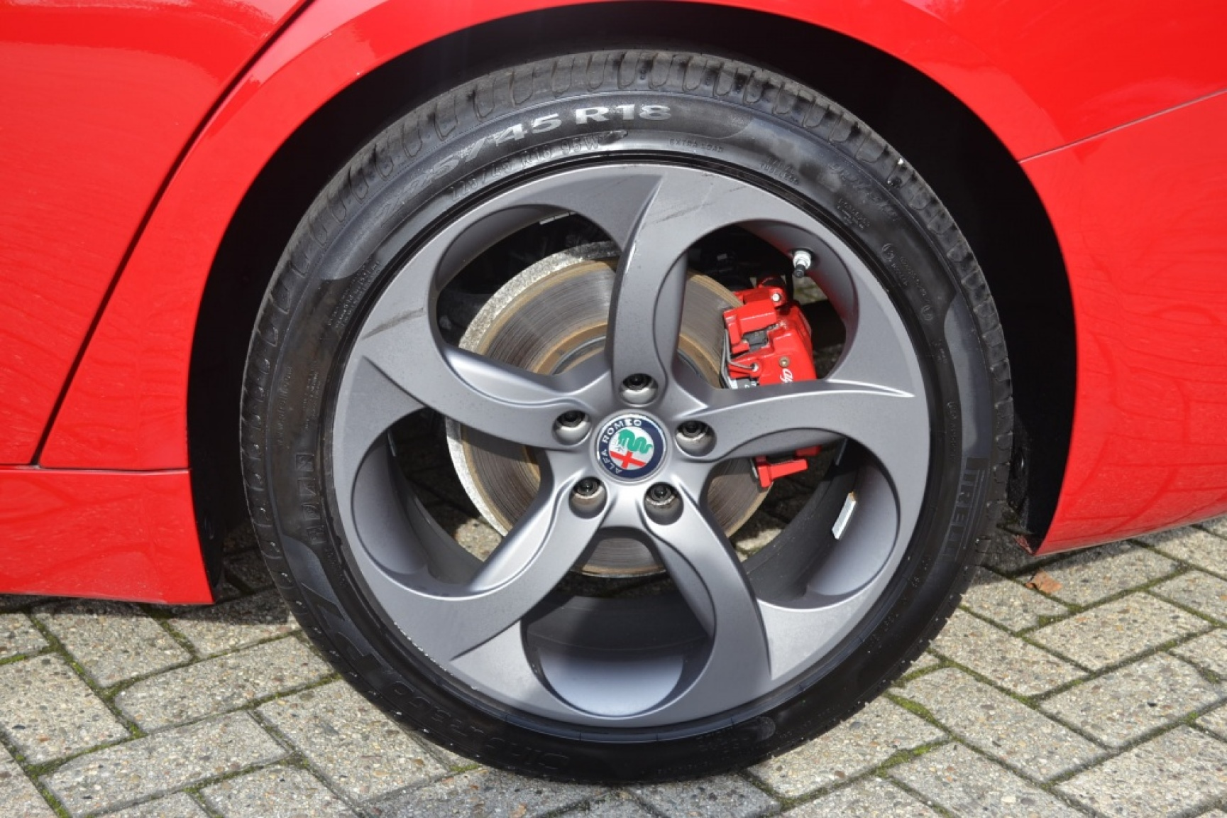 Alfa Romeo-Giulia-8