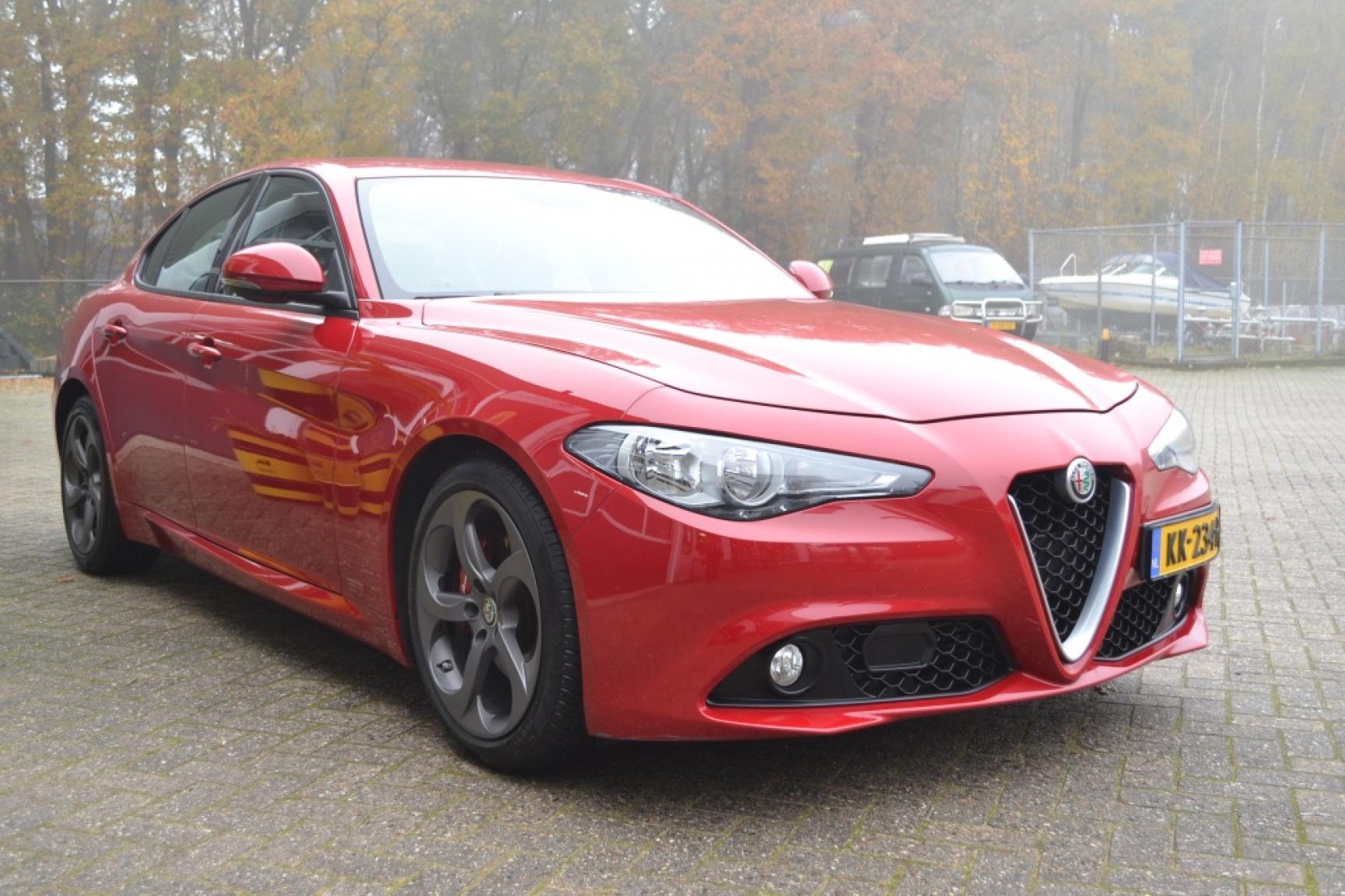 Alfa Romeo-Giulia-2