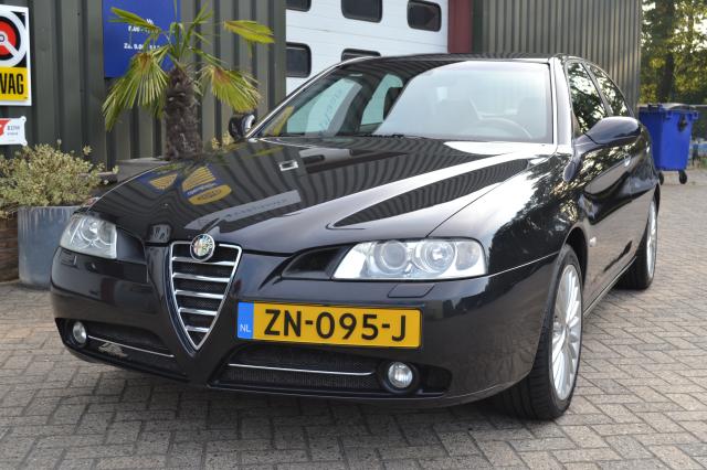 Alfa Romeo-166